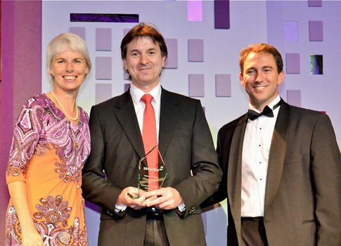 Westpac CEO, Gail Kelly (left) and BT Financial Group's Matt Englund (right) present the 2011 National Practice of the Year award to Paul Kearney at the 25th annual Securitor Convention in Singapore.